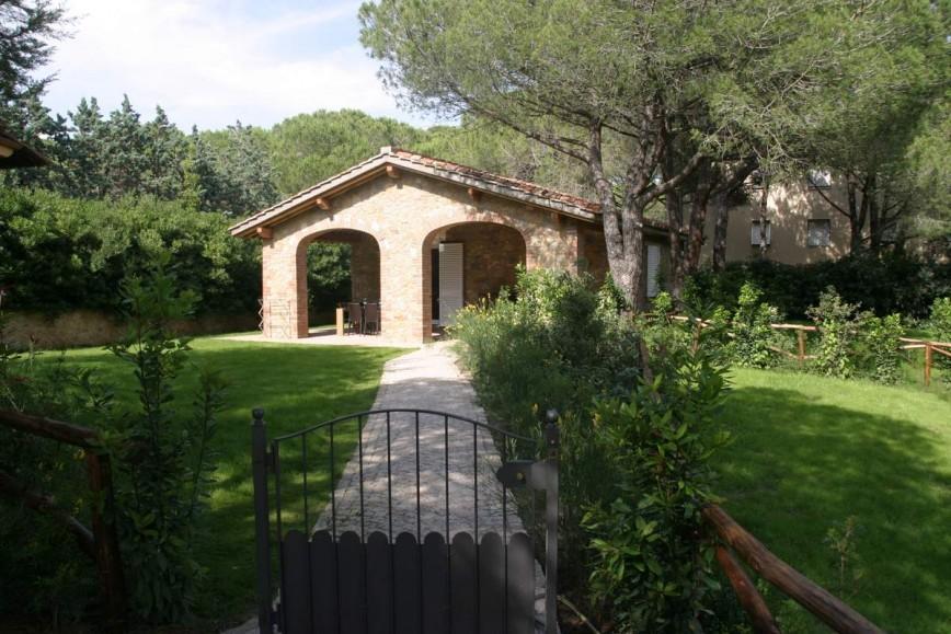 04 villa bilocale con porticato villaggio i sorbizzi for Cabina con avvolgente portico